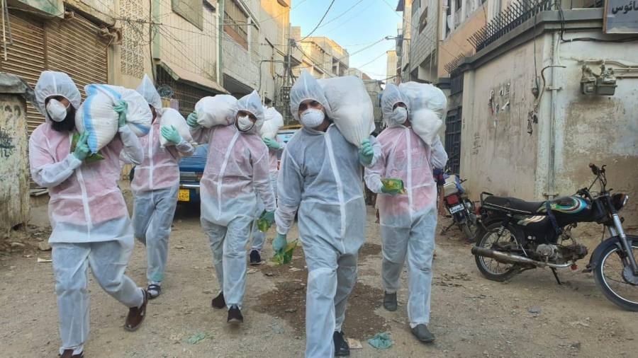 کورونا وائرس، کراچی کی یونین کونسلز میں خوراک پہنچانے کے لئے ٹیم سرِعام سرگرمِ عمل