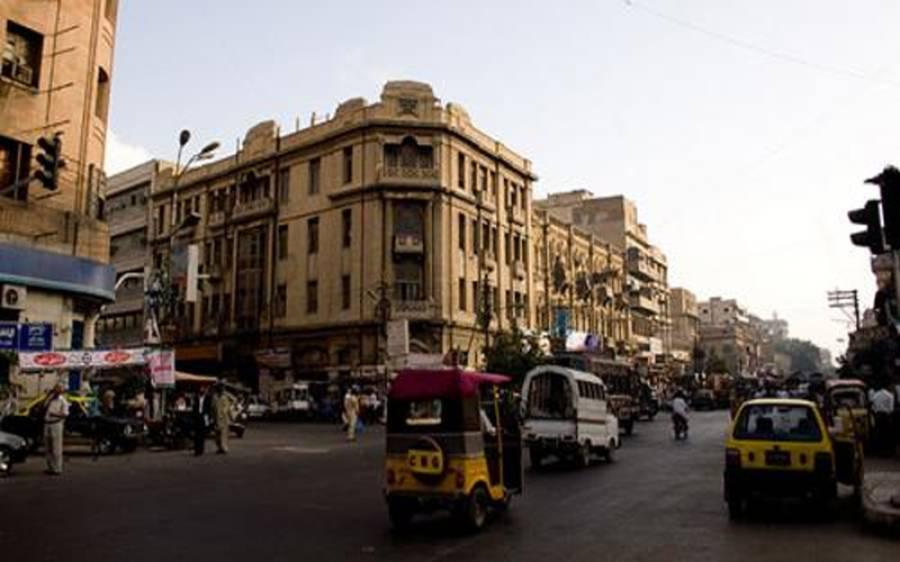 کراچی میں تاجروں کا کل سے دکانیں کھولنے کا اعلان