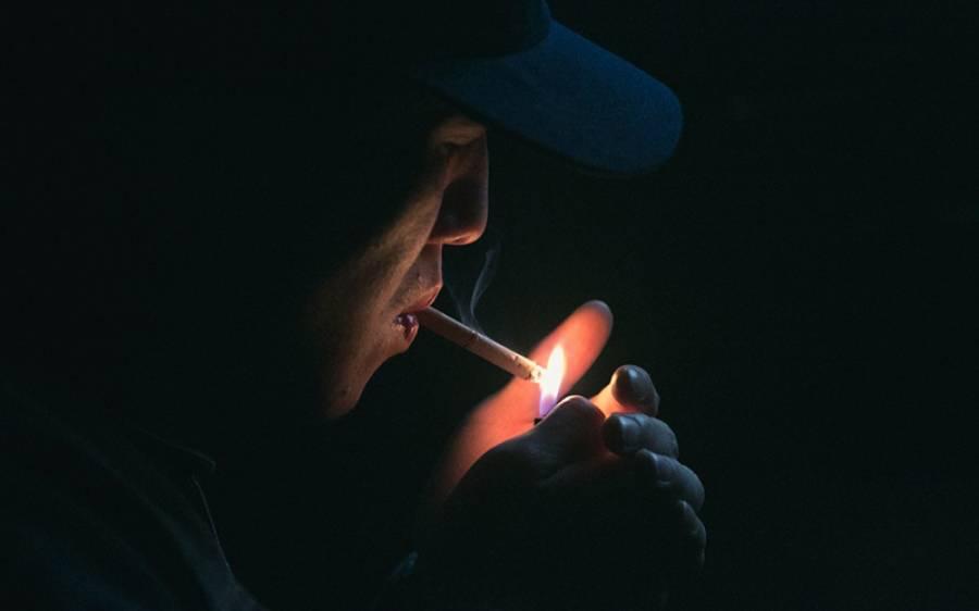 کیا کورونا وائرس سگریٹ پینے والوں کو نشانہ نہیں بناتا؟ شہری کے دعوے کے بعد اب حیران کن اعدادوشمار سامنے آگئے