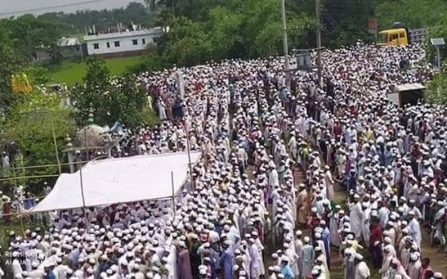 لاک ڈاﺅن کے دوران مذہبی رہنما کی نماز جنازہ میں ایک لاکھ سے زائد لوگوں کی شرکت