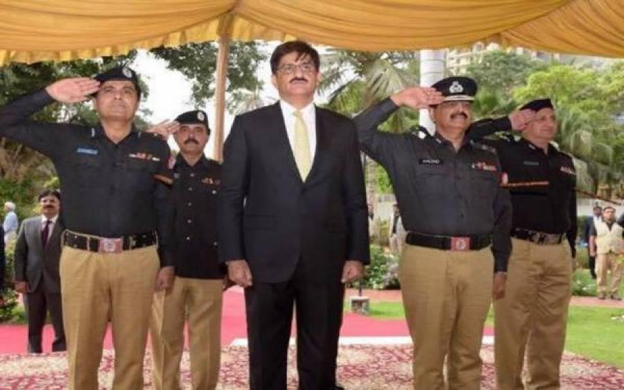 وزیراعلیٰ سندھ مراد علی شاہ نے پولیس کی گاڑی میں ایسی چیز دیکھ لی کہ اسے فوری روک لیا اور۔۔۔