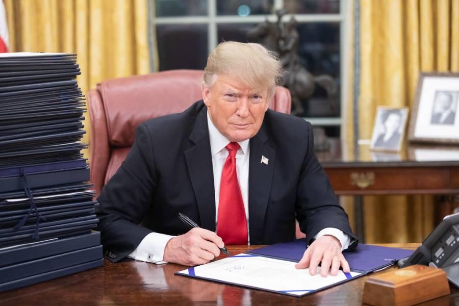 امریکا منتقل ہونے کے خواہشمندوں کیلئے بری خبر آگئی، امریکی صدر نے گرین کارڈ کااجرا روکنے کااعلان کردیا