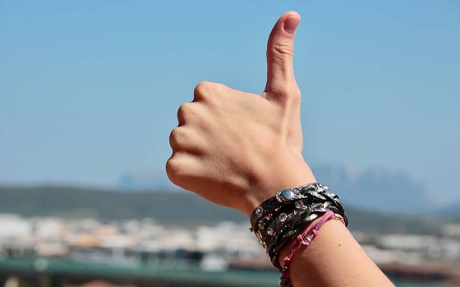کیا جن لوگوں میں کورونا وائرس کی علامات ظاہر نہیں ہوتیں ان کے انگوٹھوں کا رنگ تبدیل ہوجاتا ہے؟ ڈاکٹروں نے بڑا دعویٰ کردیا