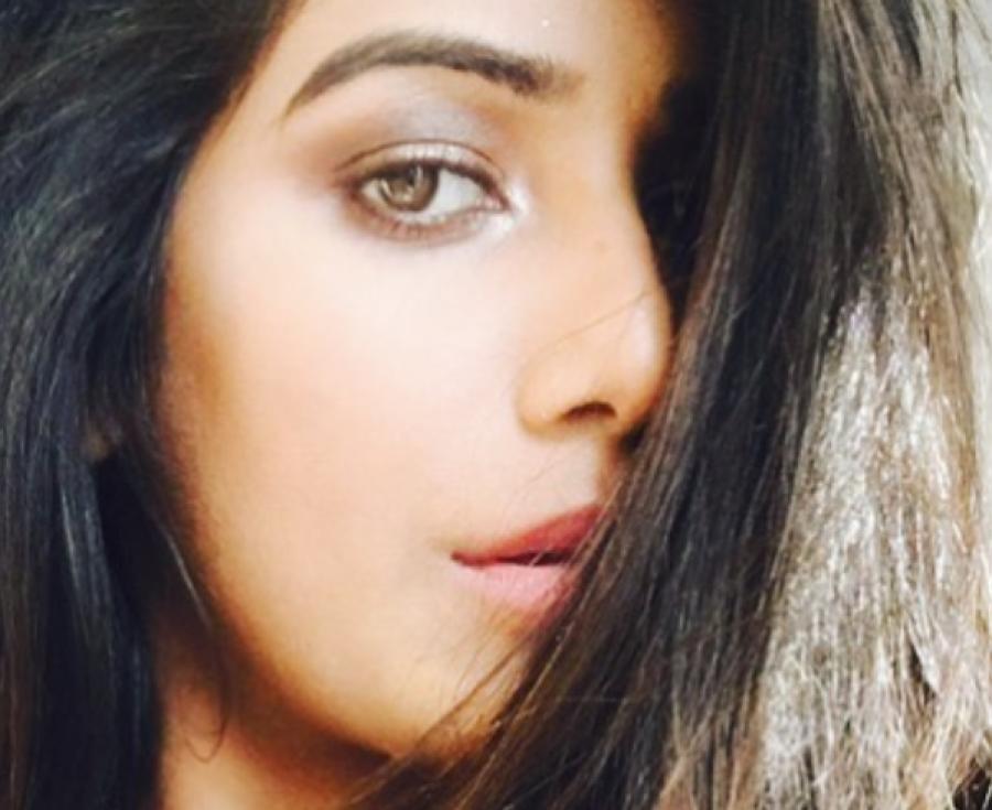 ہیڈ لائنز میں جگہ بنانے کا شوق؟ بھارتی اداکارہ نے اپنی شرمناک تصاویر سوشل میڈیا پر شیئر کردیں