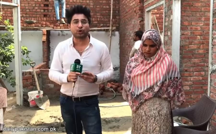 سارا دن اینٹیں اٹھا کر رزق حلال کمانے والی 21 سالہ نوجوان پاکستانی لڑکی، اس کی محنت اور لگن کا کوئی مرد بھی مقابلہ نہ کر پائے