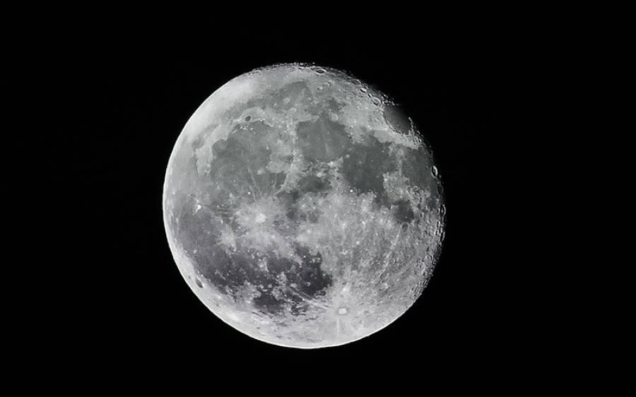 زمین سے بور ہوگئے ہیں تو اب آپ چاند کے ایک حصے کے مالک بن سکتے ہیں، کتنا خرچ کرنا پڑے گا؟ جانئے