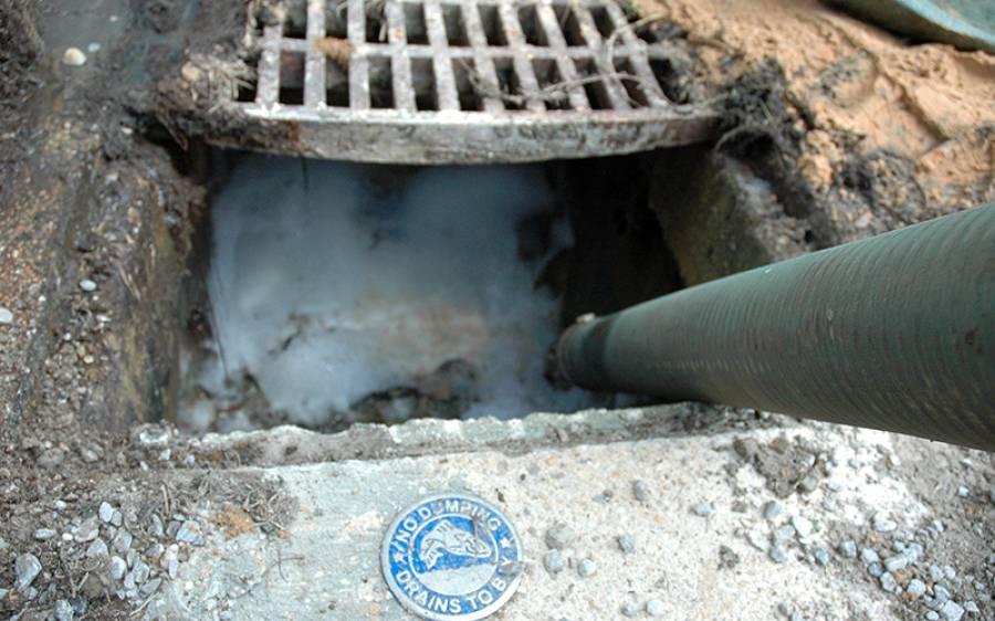 پاکستان میں گٹر صاف کرنے والے دراصل کون ہیں؟ افسوسناک کہانی