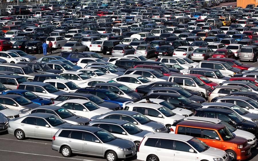 ہزاروں نئی گاڑیاں جنہیں کوئی لینا نہیں چاہتا، یہ کہاں کھڑی ہیں؟
