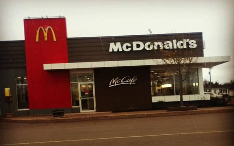 لاک ڈاؤن میں کھانا نہ دینے پر خاتون نے مکڈونلڈز کے عملے پر فائرنگ کردی