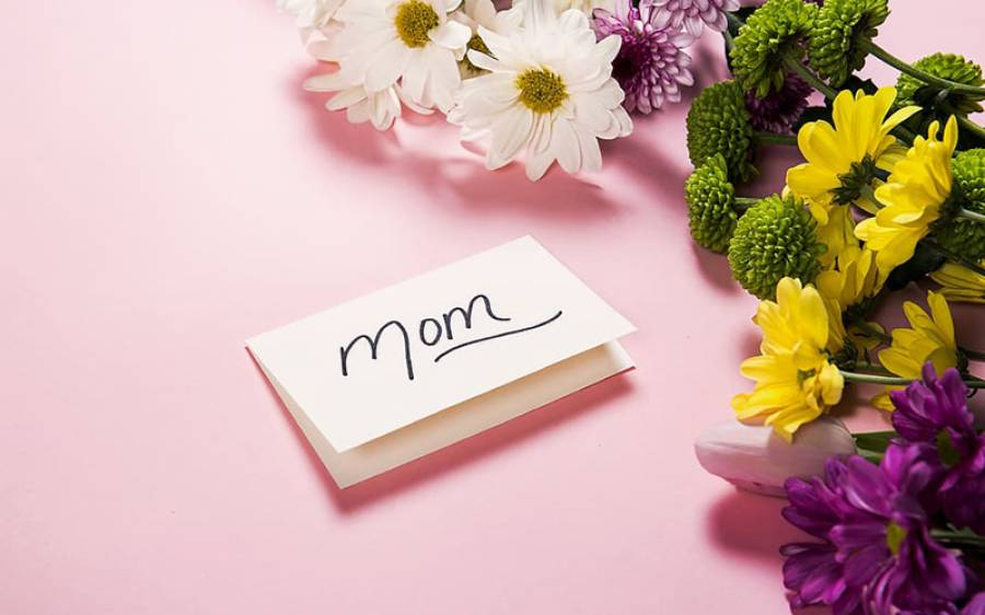دنیا بھر میں Mothers Day منایا جاتا ہے لیکن کیا آپ کو معلوم ہے یہ سب سے پہلے کس نے اور کیوں منانا شروع کیا؟ انتہائی دلچسپ تاریخ جانئے