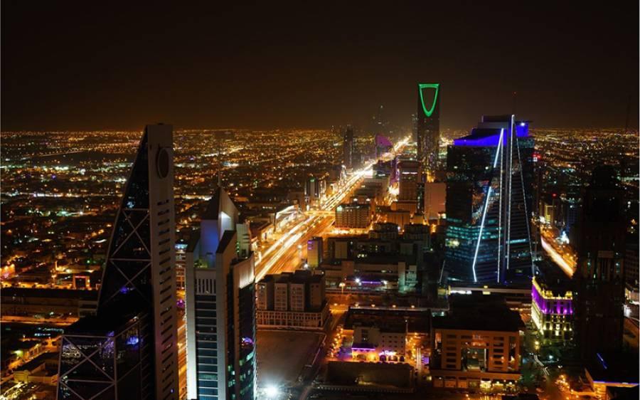 'مصنوعی چاند روشنی دے گا، لوگ اُڑ کر دفتر جایا کریں گے' سعودی عرب کا سپنوں کا شہر بنانے کا منصوبہ خاک میں ملنے لگا