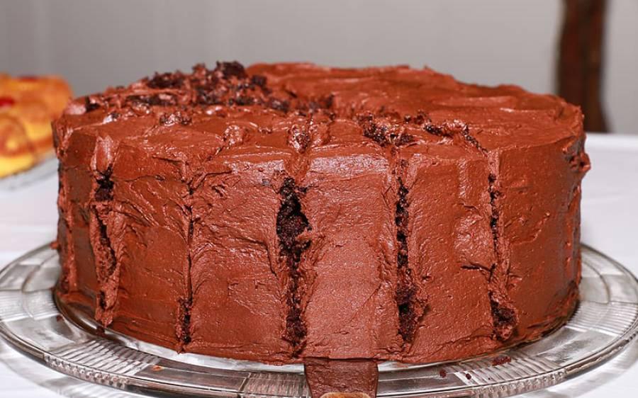 'مبارک ہو!' محبوبہ کی جانب سے اُس کے سامنے پہلی مرتبہ ہوا کے اخراج پر آدمی خوشی منانے کے لیے کیک خرید لایا