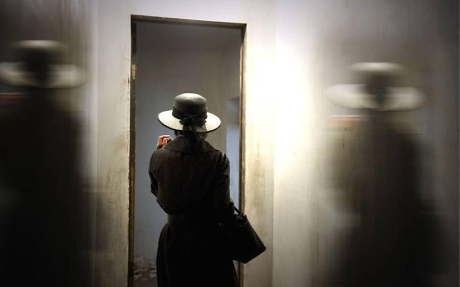 سکول میں پڑھانے والی بیگم پر شوہر کو شک، گھر میں خفیہ کیمرے لگائے تو ایسی شرمناک حقیقت سامنے آگئی کہ زندگی تباہ ہوگئی