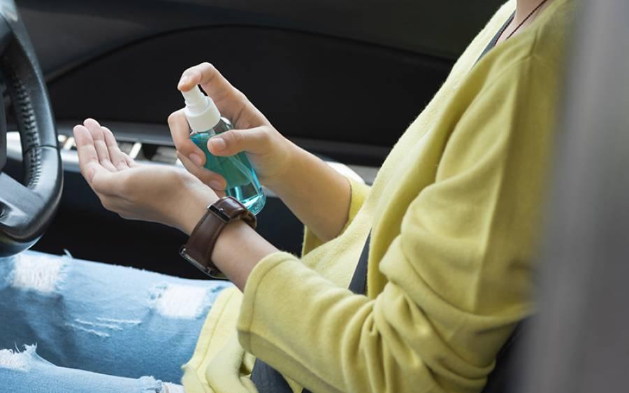 خبردار! گرمی کے موسم میں ہینڈ سینی ٹائزر کی بوتل گاڑی میں ہرگز نہ چھوڑیں، پھٹ سکتی ہے، ماہرین نے وارننگ دے دی