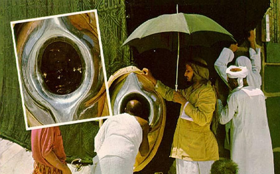 بیت اللہ شریف اور حجرِ اسود کو خوشبو سے معطر کر دیا گیا