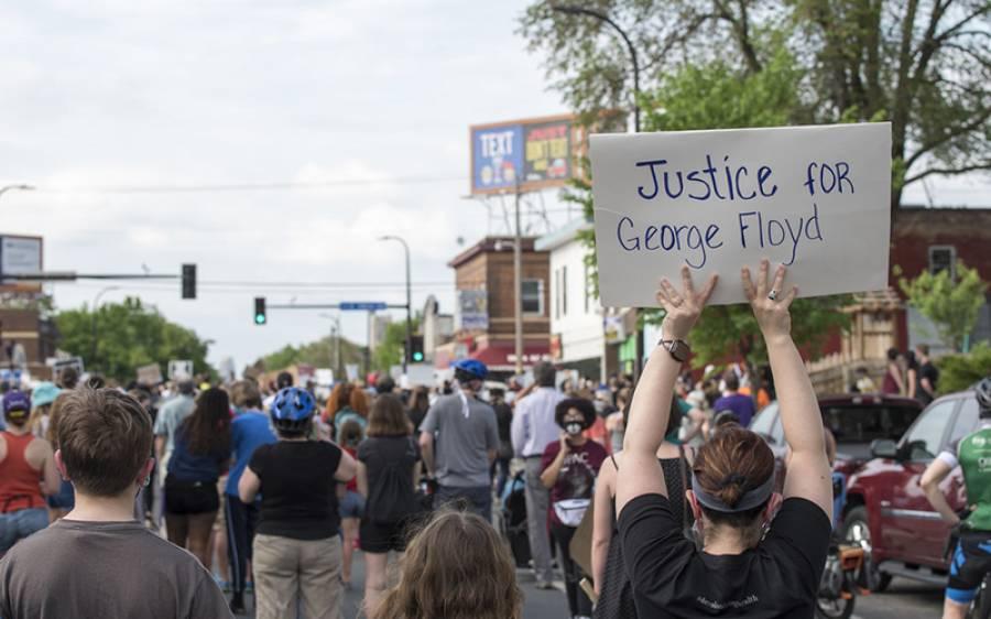 امریکہ کے 140 شہروں میں ہنگامے اور مظاہرے، وائٹ ہاﺅس کے باہر بھی جنگ کے میدان کا منظر