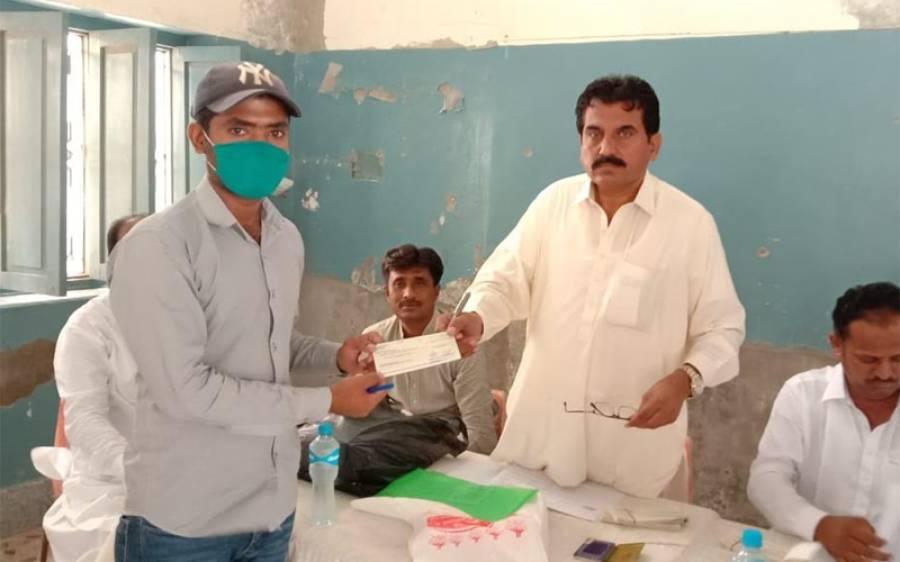 عمرکوٹ کے ہونہار 315 طالبعلموں میں سندھ کی اقلیتی معاملات کی صوبائی وزارت کی جانب سے سکالر شپ چیک تقسیم