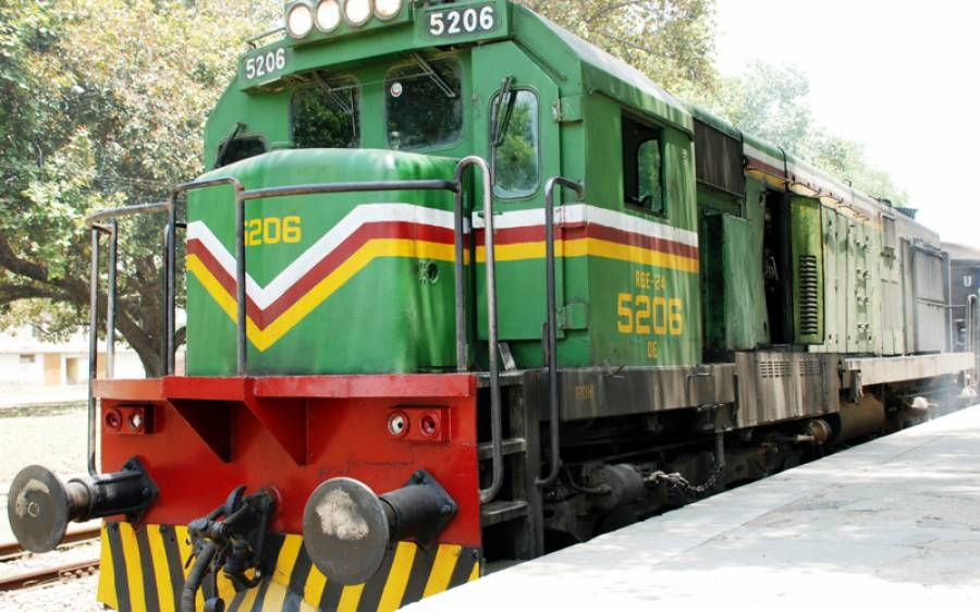 لاہور سے سیالکوٹ جانیوالی ٹرین میں آگ لگ گئی