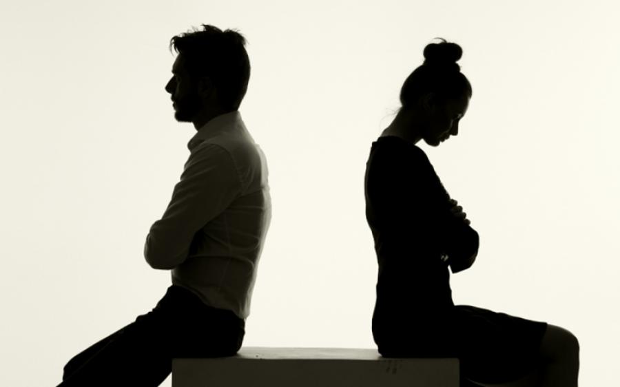 طلاق کے لیے میاں بیوی نے 12 کروڑ روپے وکیلوں پر خرچ کردیا، دونوں کے پاس کل 10 لاکھ روپے بچے، جوڑوں کے لیے سبق آموز واقعہ