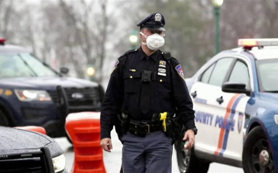 فوج کے بعد امریکی پولیس نے بھی جھٹکا دے دیا، ایک ہی شہر کے 57 پولیس اہلکاروں نے احتجاجاً استعفیٰ دے دیا