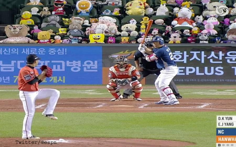 جنوبی کوریا میں بیس بال ٹورنامنٹ ، انسانوں کی سیٹوں پر ٹیڈی بیئرز بٹھا کر تماشائیوں کی کمی پوری کردی