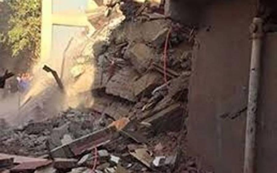کراچی: لیاری میں زمین بوس ہونیوالے عمارت کے ملبے سے مزید 4 لاشیں نکال لی گئیں،ہلاکتوں کی تعداد22 ہو گئی