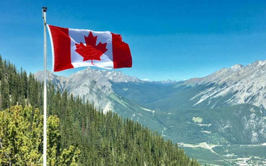 کینیڈا میں دوران پرواز فضا میں دو چھوٹے طیاروں میں تصادم