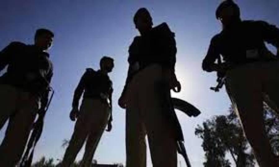 سندھ پولیس کی دوران چھاپہ گھر میں لوٹ مار، کتنا مال لوٹ لیا؟ متاثرہ خاندان کا بڑا دعویٰ سامنے آگیا