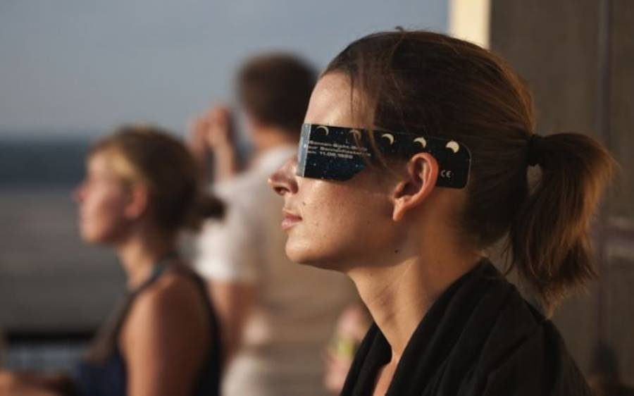 سورج گرہن کو براہ راست دیکھنا آنکھوں کیلئے نقصان دہ ہے،طبی ماہرین