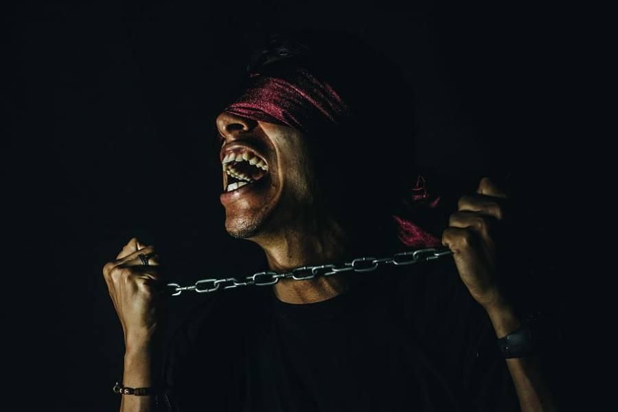 ڈاکووں نے 2 نوجوانوں کوفون پر خاتون کی آواز نکال کر پیار کے جال میں پھنسا کر اغوا کرلیا