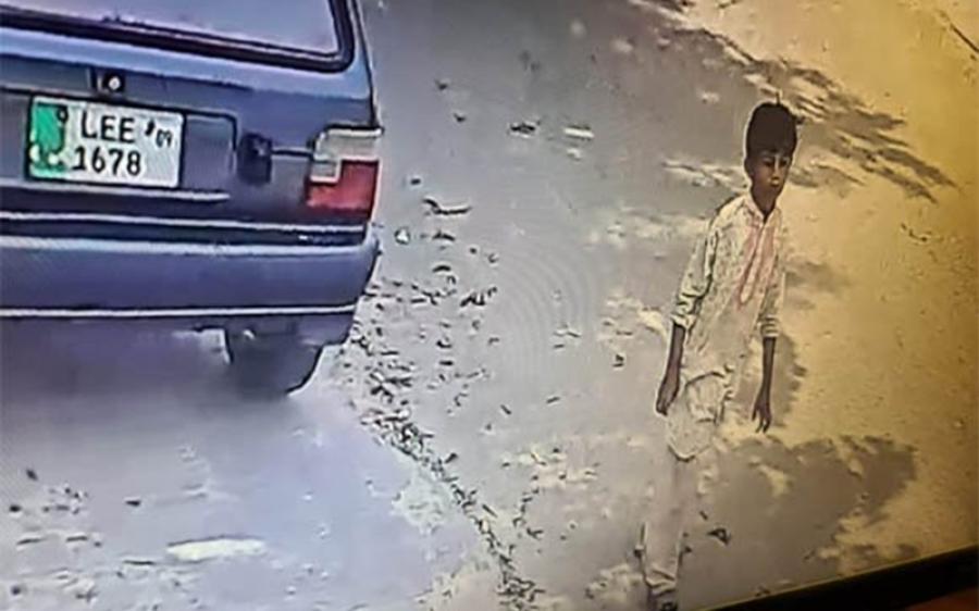 9 سال بچے نے کراچی میں گاڑی چوری کرلی، جب تک پٹرول ختم نہ ہوا اُسے چلاتا رہا