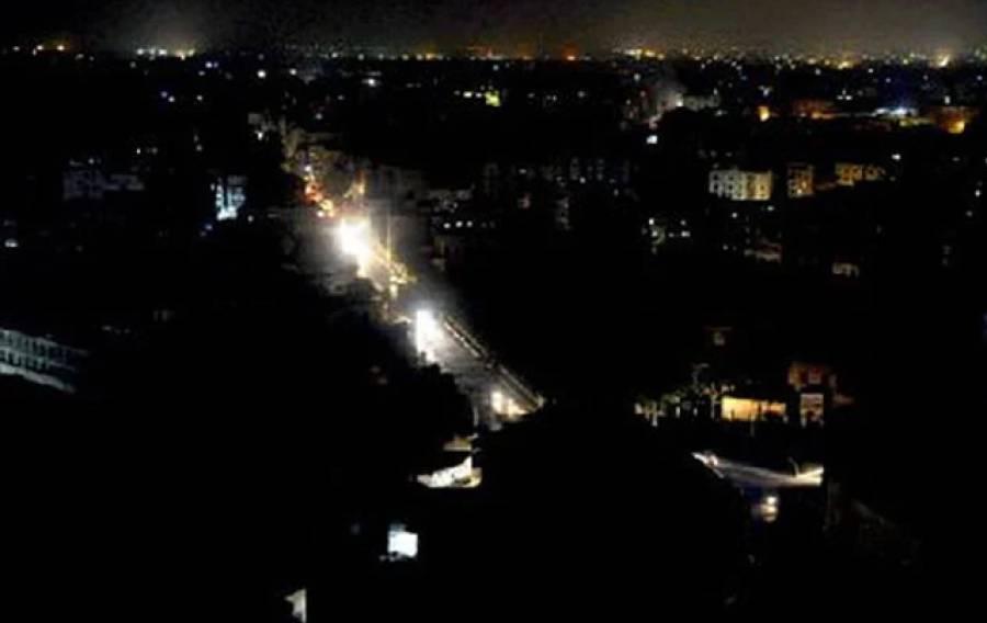 لاہور کے مختلف علاقوں میں گھنٹوں لوڈشیڈنگ، عوام شدید پریشان