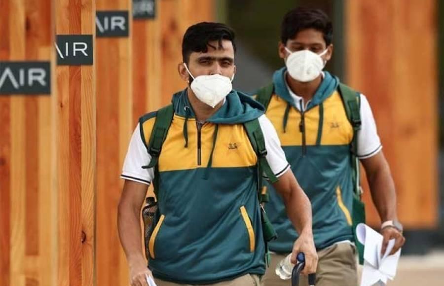 انگلینڈ پہنچنے والے پاکستانی کرکٹرز اور معاون سٹاف کی کورونا ٹیسٹنگ کب ہو گی؟ تفصیلات سامنے آ گئیں