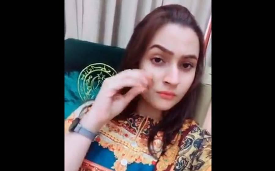 سندھ اسمبلی میں ٹک ٹاک بنانے والی یہ خوبرو لڑکی کون ہے ؟ آخر کار تفصیلات سامنے آ گئیں