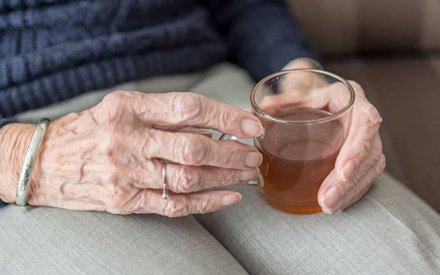 کورونا وائرس کا 73 سالہ مریض چائے پینے کے شوق میں ہسپتال سے نکل گیا، افراتفری پھیل گئی