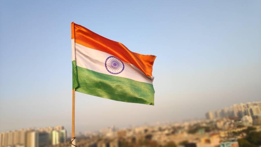 گھروں کی چھتوں پر گھات لگائے افراد کا بھارتی پولیس پر حملہ، ڈی ایس پی سمیت 8 اہلکار مارے گئے