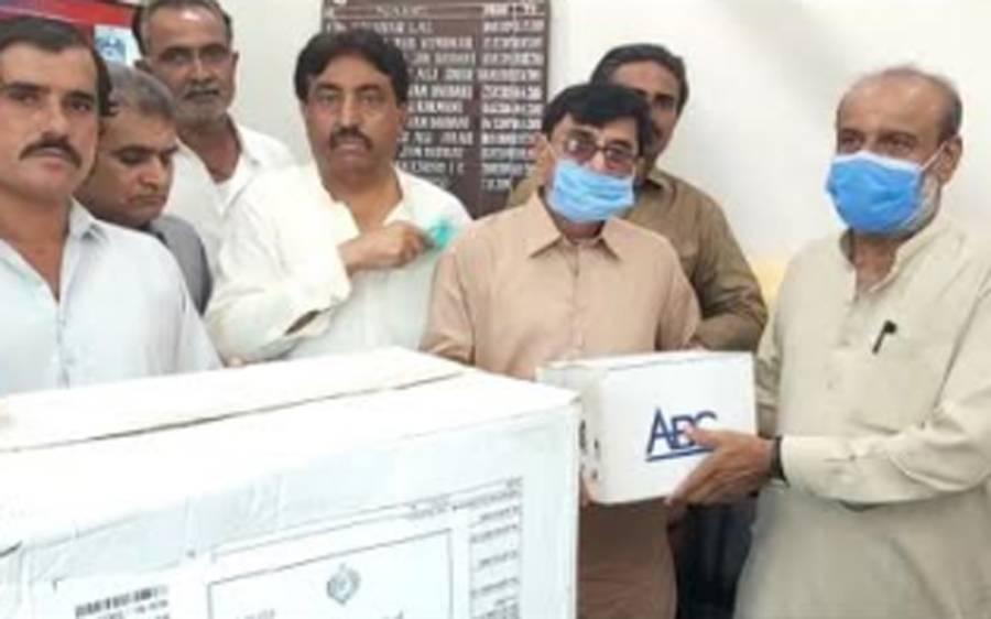 گورنر سندھ عمران اسماعیل کی جانب سے کٹ، ماسک اور سینیٹائزر ایم ایس سول ہسپتال عمرکوٹ کے حوالے