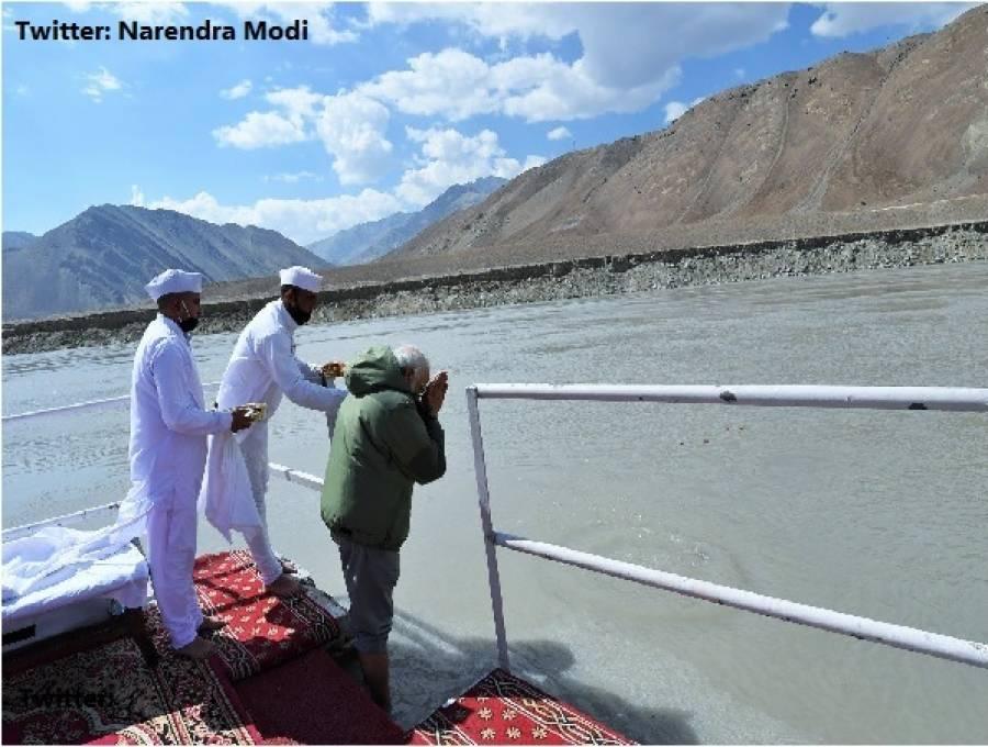 لداخ پہنچتے ہیں بھارتی وزیر اعظم نے' ہاتھ جوڑ 'لیے