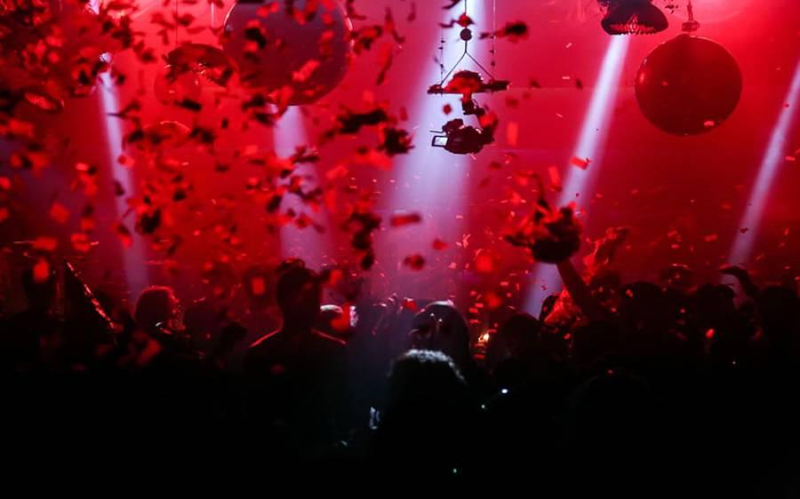 اپنی سالگرہ کی تقریب سجانے والا فنانس کمپنی کا مالک کورونا سے چل بسا، پارٹی کی وجہ سے کتنے نامی گرامی لوگ کورونا میں مبتلا ہوگئے؟
