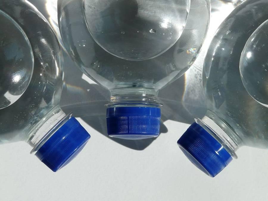بوتل بند پانی کے مختلف برانڈز کی سہ ماہی تجزیاتی رپورٹ جاری، کون کونسے برانڈ کے پانی انسانی صحت کیلئے خطرناک ہیں؟ خبررساں ایجنسی نام سامنے لے آئی