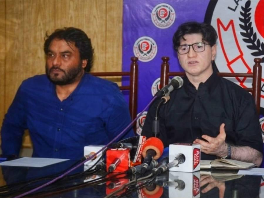 گورنر پنجاب چوہدری سرور کی مداخلت کام دکھا گئی،انجینئرنگ یونیورسٹی اساتذہ کی تنخواہوں میں کٹوتی کا فیصلہ واپس،8 جولائی کا احتجاج بھی ملتوی