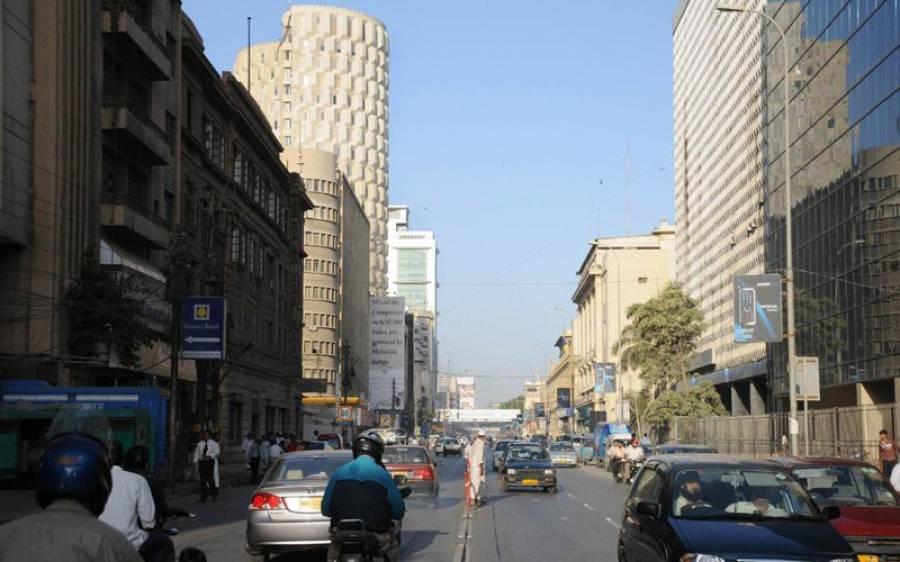 کراچی میں پانچ منزلہ رہائشی عمارت گر گئی