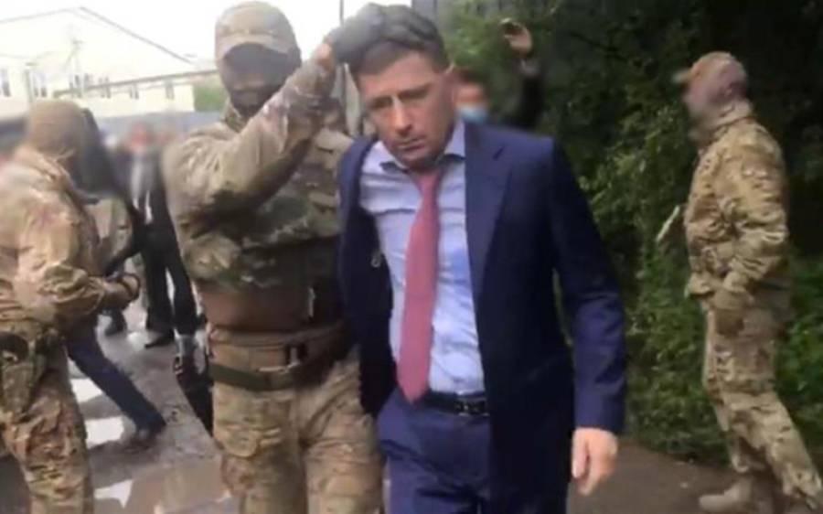 روس میں گورنر کو گھر کے باہر سے گرفتار کرلیا گیا