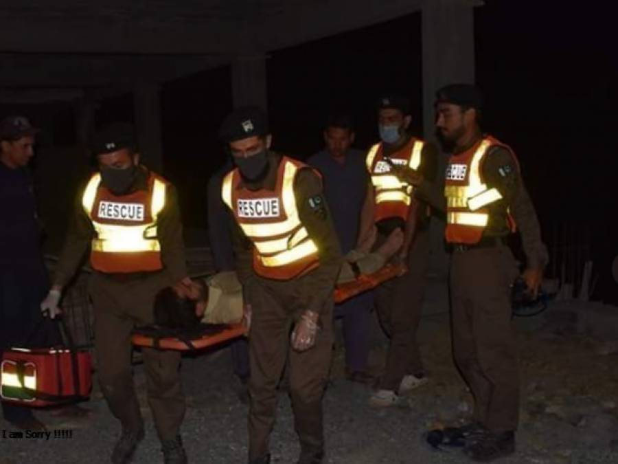 نواب شاہ کے قریب مسافر کوچ الٹنے سے 6 افراد جاں بحق، 30 زخمی