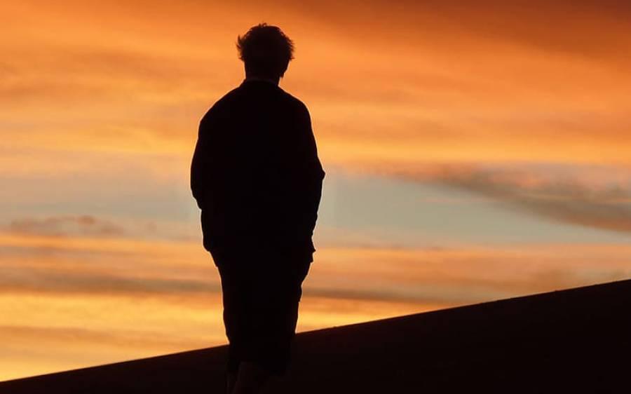 50 سال کی عمر کے بعد اکیلے رہنے کا انتہائی خطرناک نقصان سائنسدانوں نے تازہ تحقیق میں بتادیا