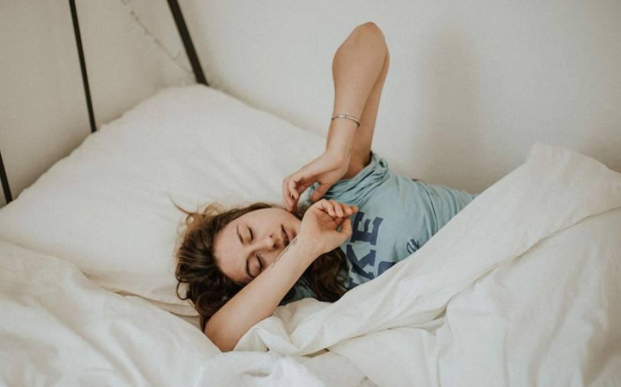 اگر آپ بھی صبح تھکے ہوئے اُٹھتے ہیں تو رات سونے سے پہلے شہد کا یہ نسخہ آزما کر دیکھیں