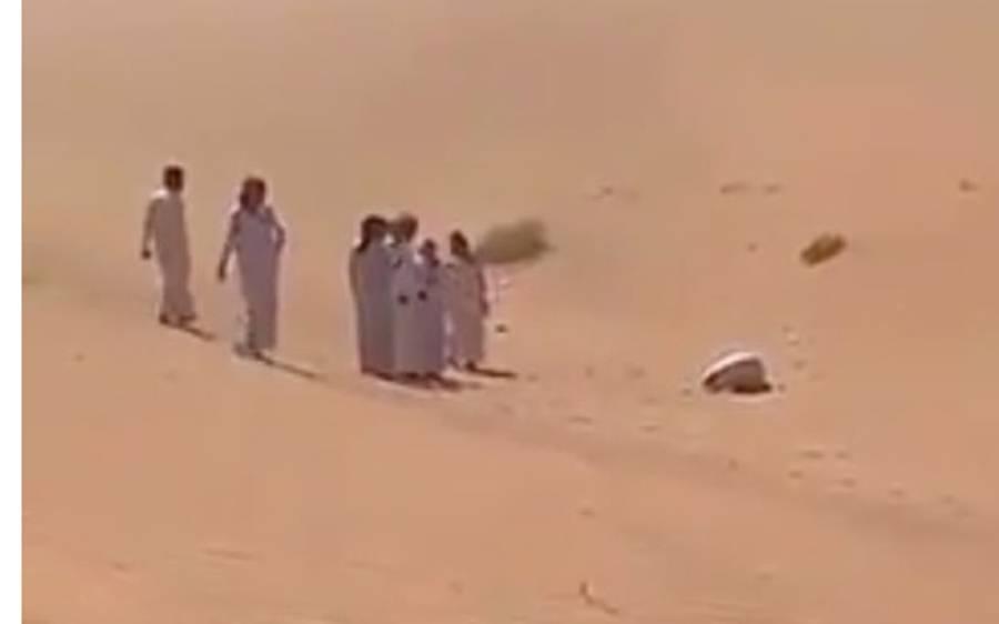 سبحان اللہ، لاپتہ سعودی شخص کو آئی ایسی موت جس کی ہر مسلمان دعا کرے، صحرا کے درمیان سجدے کی حالت میں جان نکل گئی