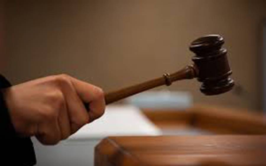 دو لڑکیوں کی شادی کا کیس، عدالت نے مبینہ دولہا کو سیکیورٹی فراہم کرنے اور جنسی ٹیسٹ کرانے کا حکم دیدیا