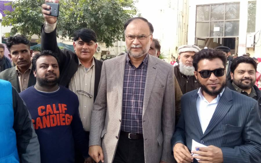 تحریک انصاف کے آدھے اراکین اسمبلی ن لیگ سے رابطے میں ہیں تاکہ۔۔۔ احسن اقبال نے تہلکہ خیز دعویٰ کردیا