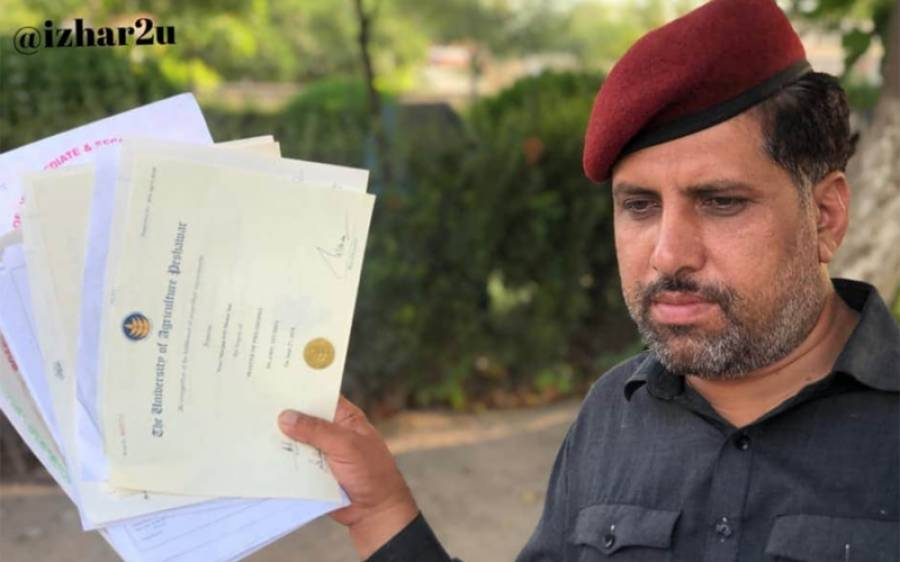 ذہین پاکستانی چوکیدار جس نے ایم فل کی ڈگری حاصل کرلی